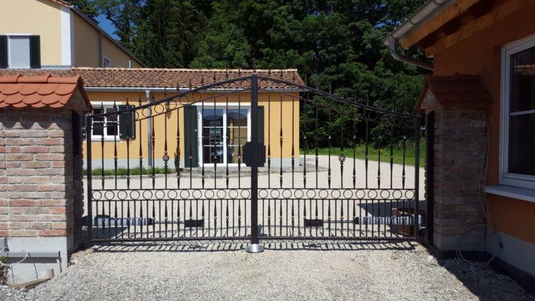 Schlosserei Avci, Graben - Tore und Türen